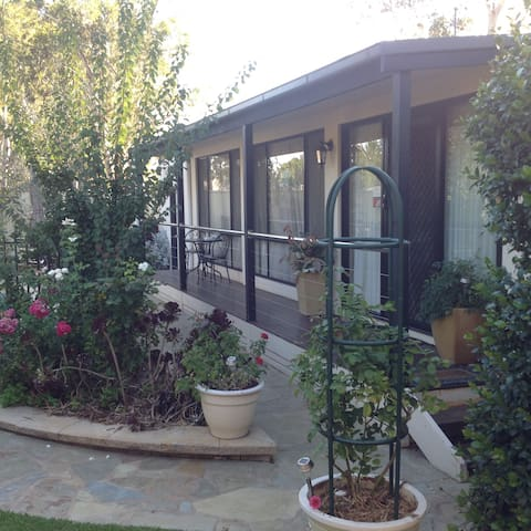 Courtsidecottage Bed and Breakfast. - Euroa - Other