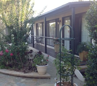 Courtsidecottage Bed and Breakfast. - Euroa