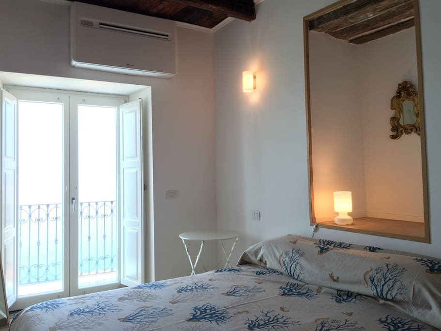 Bedroom with small balcony and sea view