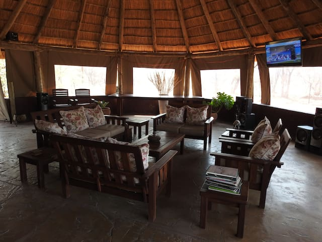 Lounge area with full DSTV