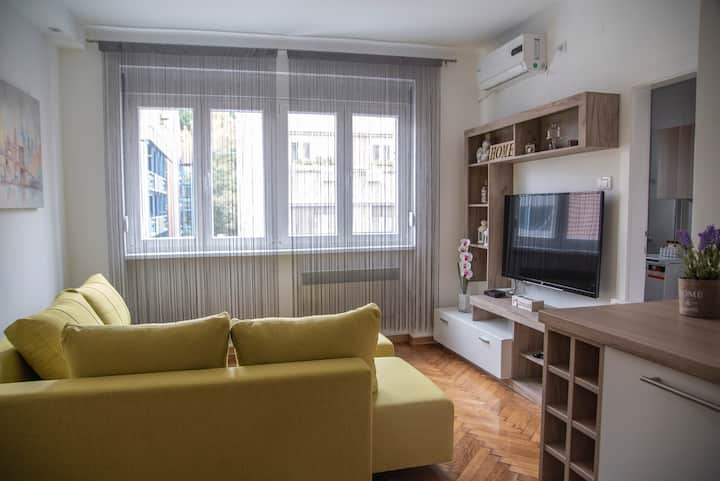 SWEET HOME with FREE PARKING in the city center