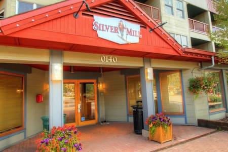 8301 Silver Mill - Társasház