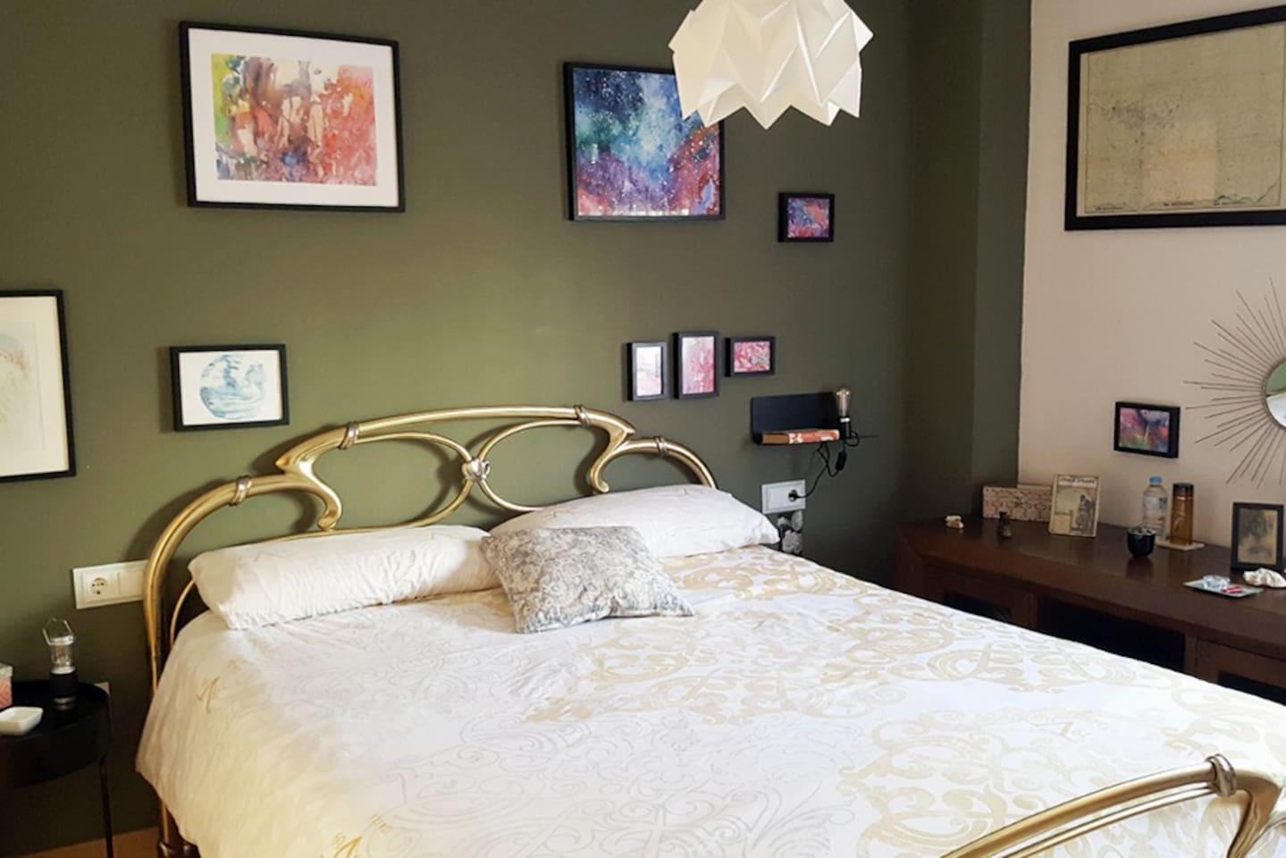 Habitación doble luminosa y acogedora, con cama de 1,60 cm. WIFI, aire acondicionado, TV