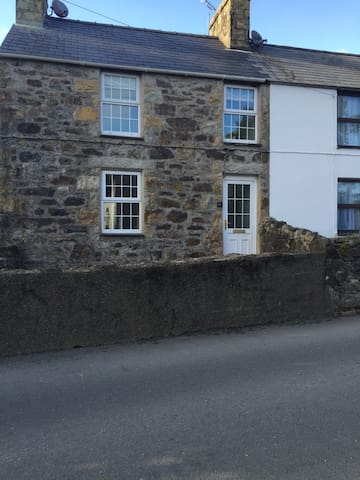 LOVELY 3 Bed Cottage - Llanbedrog  - House