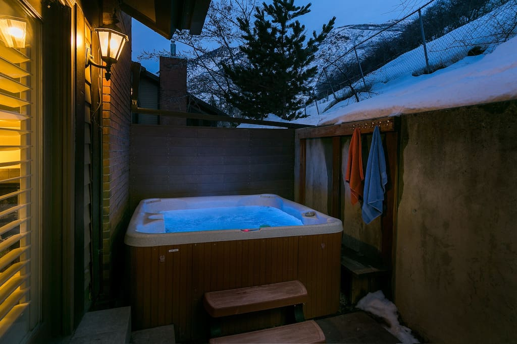 Relax under the stars in the wonderful professionally serviced private hot tub
