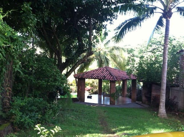 TROPICAL SANCTUARY IN GATED COMMUNITY - La Libertad - Huis