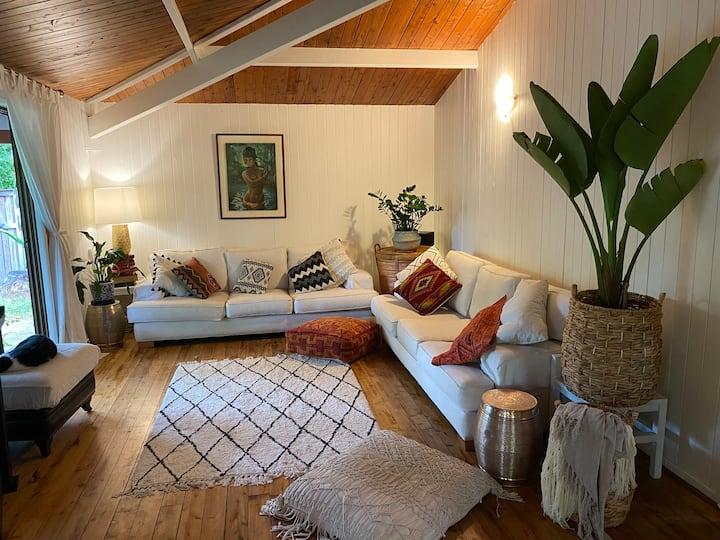 Artistic, designer home close to beach