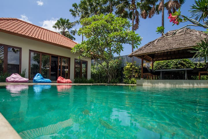 The ideal villa for a big group with massage beds