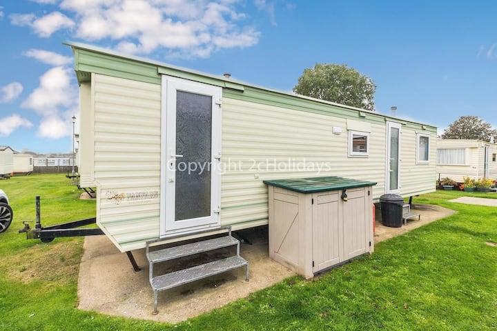6 berth caravan at Green Farm by the beautiful Norfolk Coast ref 43051GF
