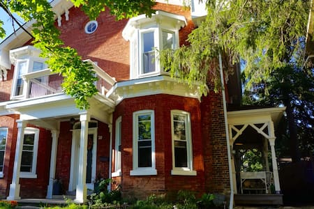 Bright, Spacious 1850's Character Home in Paris - Brant