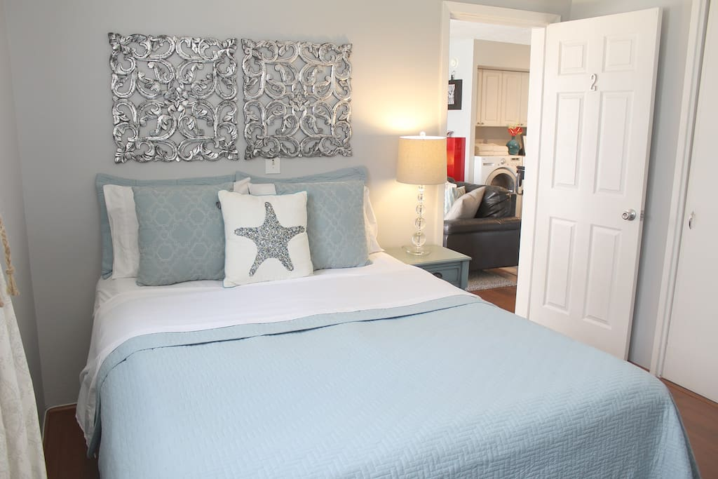Guest bedroom with Queen size bed!