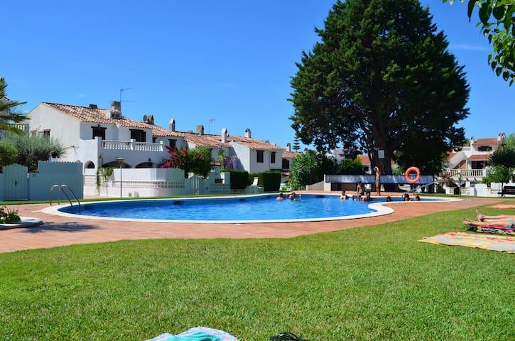 Casa. Playa, piscina, bbq y jardín! - Roda de Berà - Hus