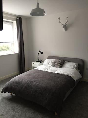 Private Double Room•Ensuite•Easy/Quick to Centre