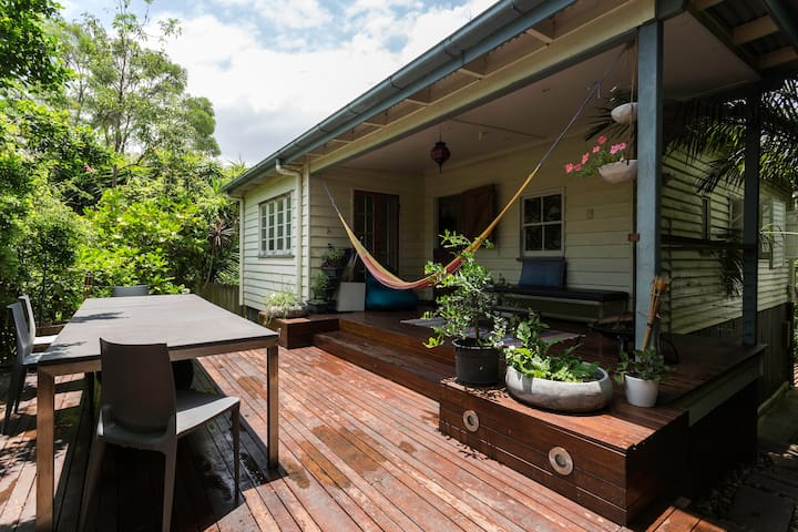 Charming authentic Queenslander - Tarragindi