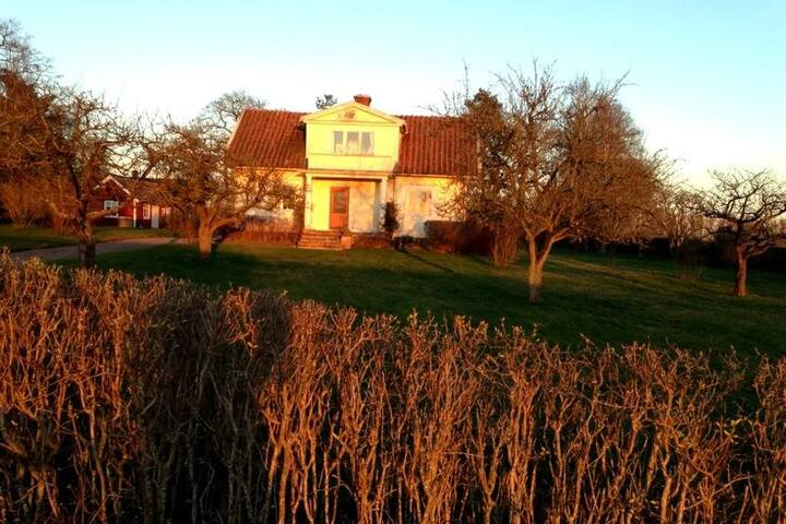 Lantligt hus nära Kalmar