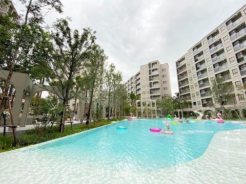 New, Spacious, Pool view condo in central Hua Hin
