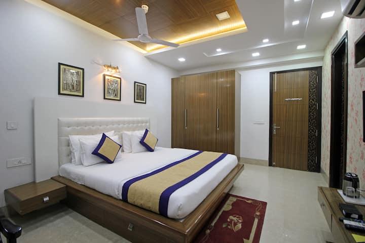 Luxurious room near Medanta 20% OFF