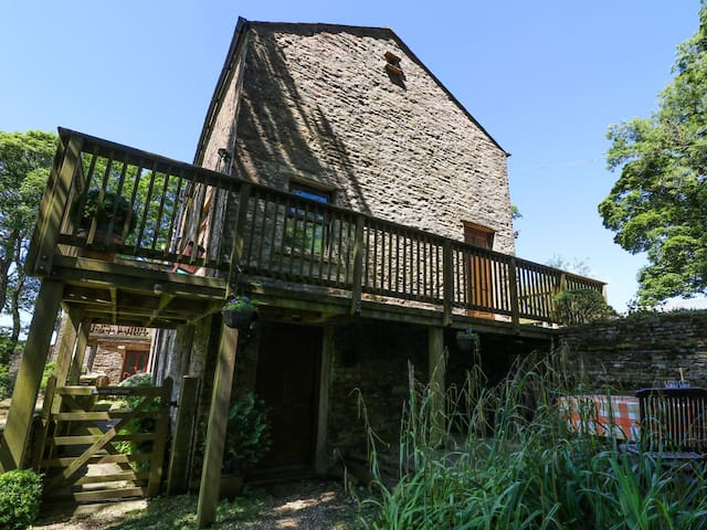 CHESTNUT, pet friendly, luxury holiday cottage in Alston, Ref 905622