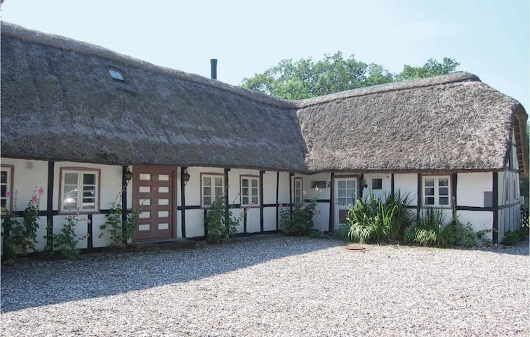 Former farm house with 4 bedrooms on 135 m² in Horslunde