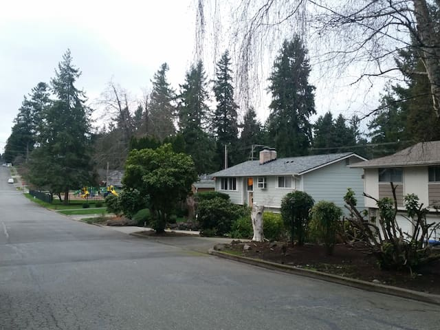 Spacious 3br House 30 min drive to Seattle