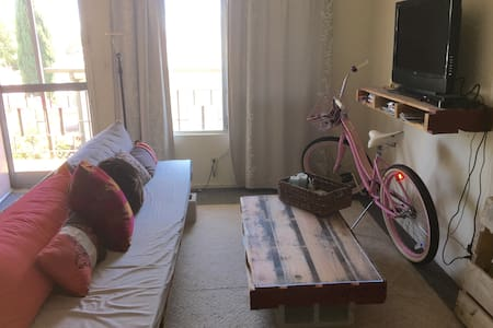 West Hollywood Prime Location 1 bedroom artist pad - West Hollywood - Apartment