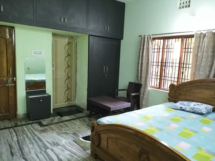 SPACIOUS ROOM IN HOMESTAY WITH ATTACHED WASHROOM