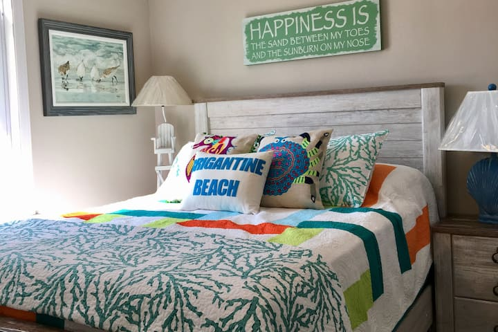Immaculate 3 Bedroom Beach Condo--1st Flo