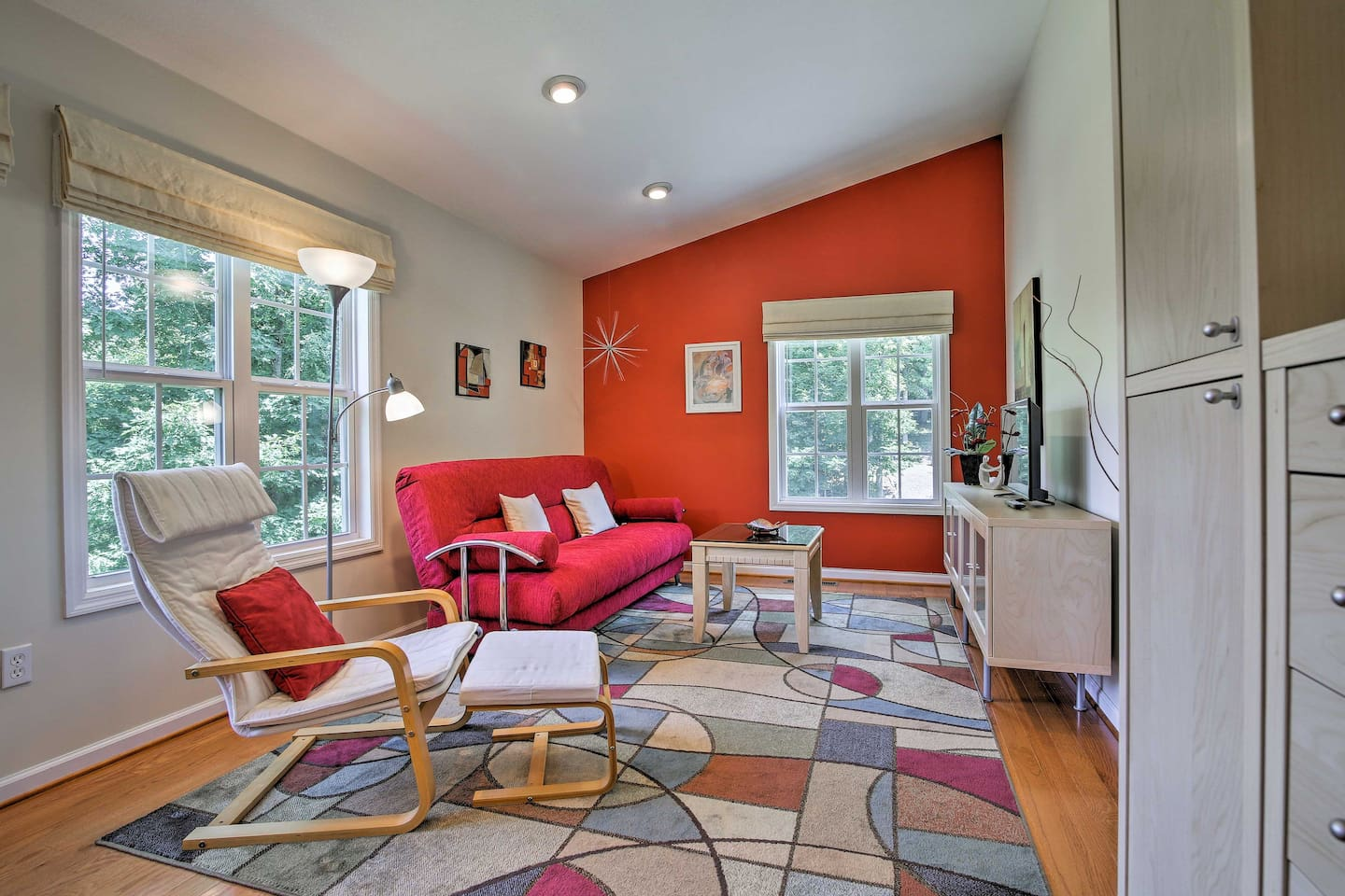 Spend a romantic weekend at this 1-bed, 1-bath vacation rental apt.