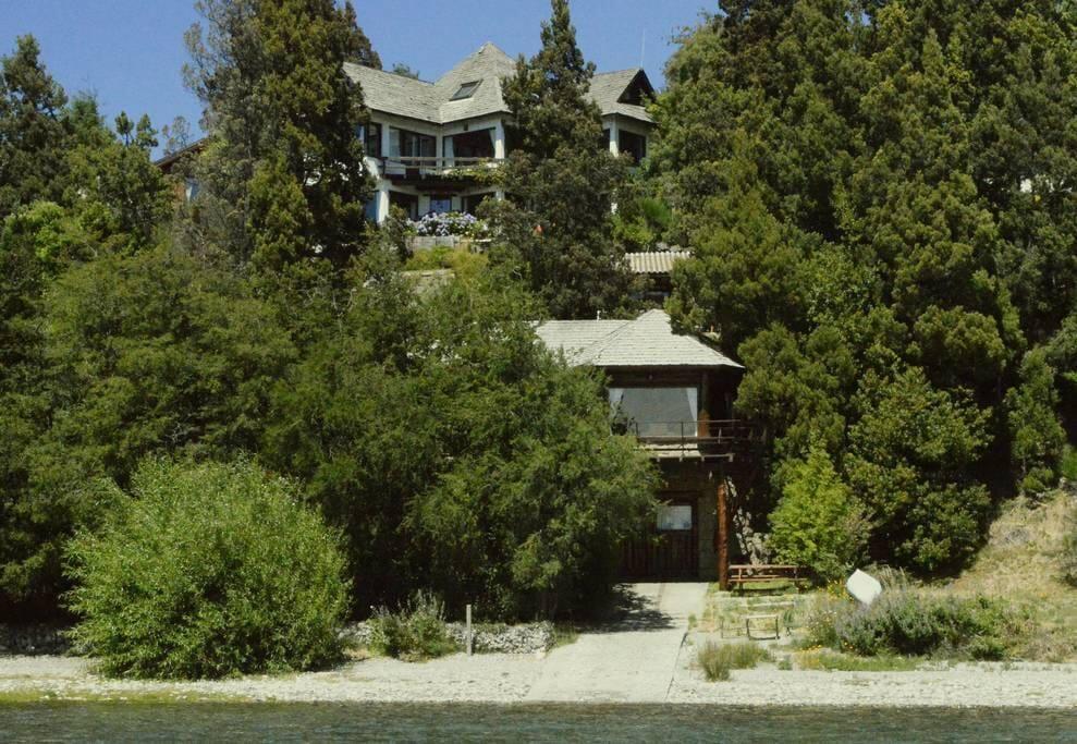 Casa + Quincho a orillas del Lago