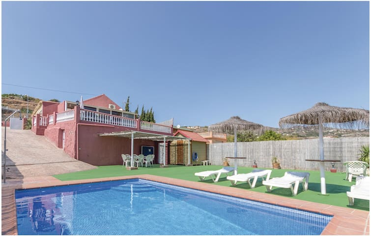 Holiday cottage with 2 bedrooms on 80 m² in Torrox