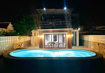 Private pool & rooftop pergola, 1 min to the beach