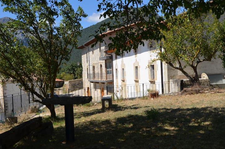 Gran casa reformada del siglo XIX. Para 8 personas - Iza - Talo