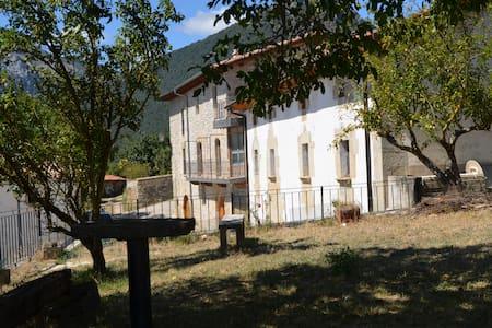Gran casa reformada del siglo XIX. Para 8 personas - Iza