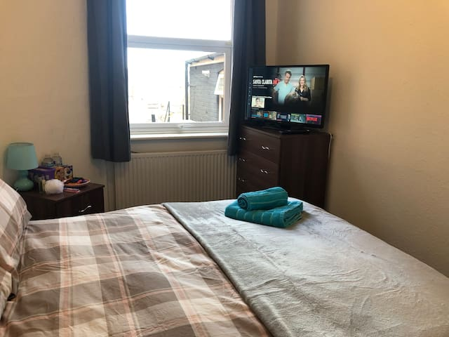 Cosy double room in Wolverton, MK12