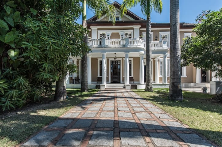 Luxury Colonial House, Gloria 5 Bedr/10Guests