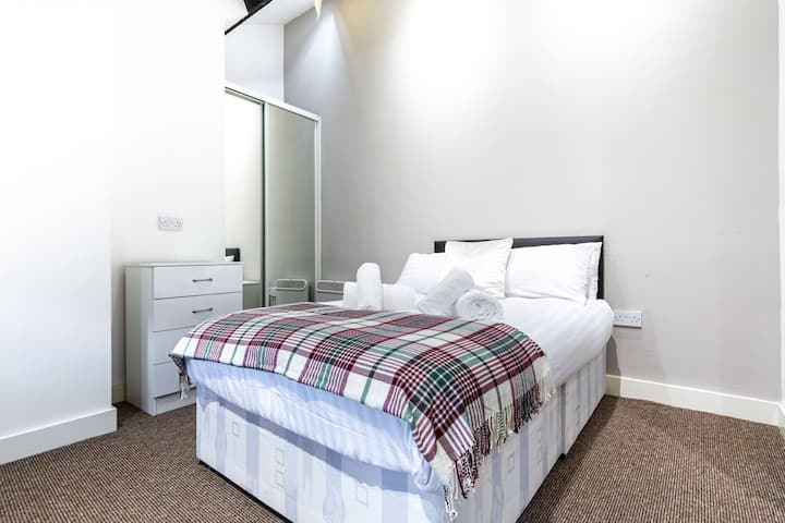 MODERN, COSY, CLEAN ROOM IN LIVERPOOL CITY HOUSE