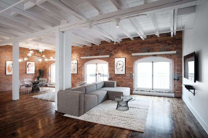 1861 Penthouse in Old Montreal | 100 Walk Score