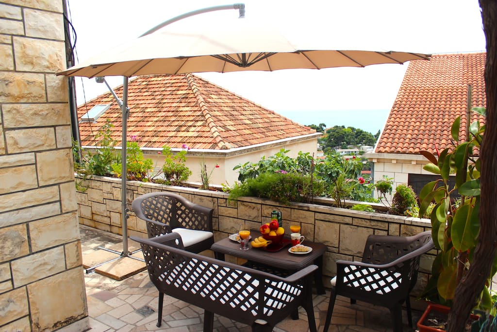 Amazing terrace with lots of green and great view