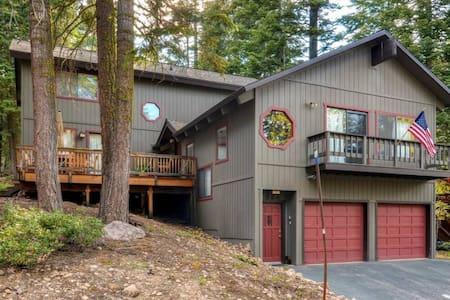 Peaceful & Inviting 5BR Tahoe Vista Cabin - Tahoe Vista
