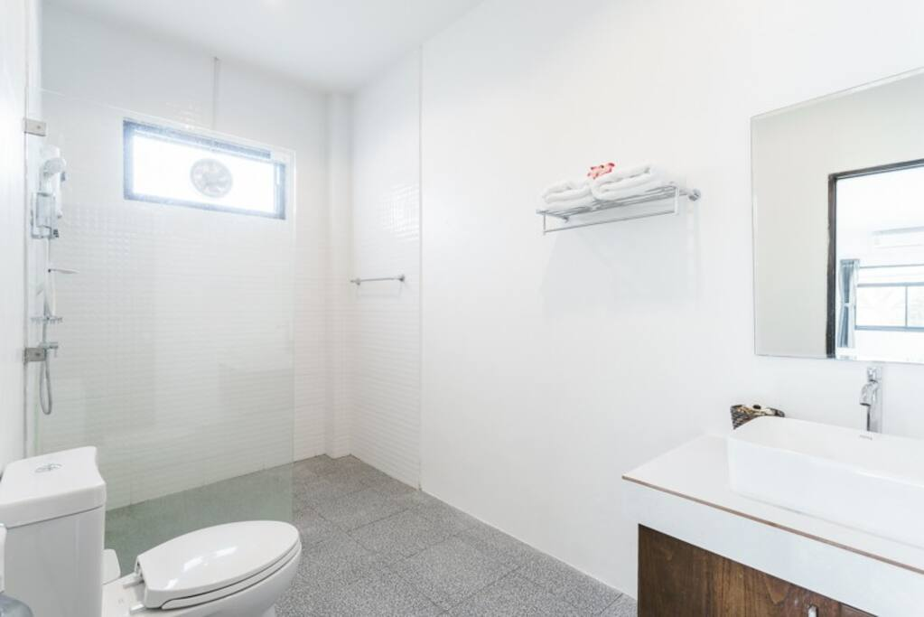 huge bathroom with 5* amenities
