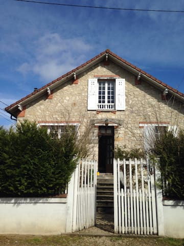Jolie maison familiale avec jardin - Saint-Pierre-lès-Nemours - Rumah