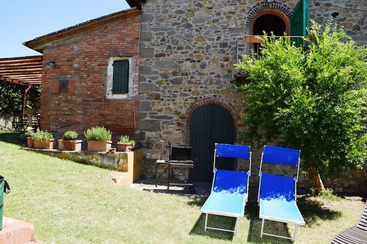 Romantic Chianti Stone Cottage  for 2 with Garden