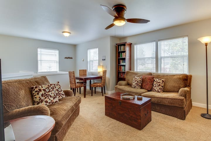 Second story loft w/ a furnished patio area - close to town!