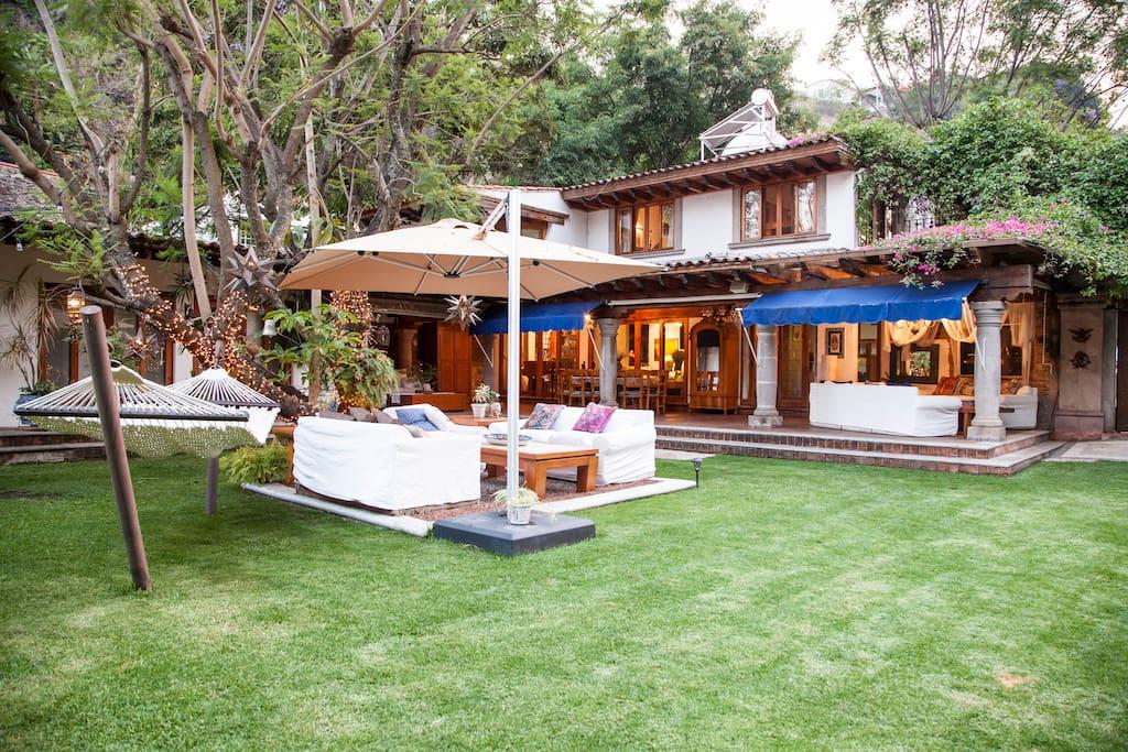 Hermosa y amplia casa entre rboles casas en alquiler en for Alquiler casa arbol