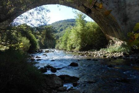 gîte Alet/Limoux 5ch  8/10pers grd calme rivière - Alet-les-Bains - Rumah