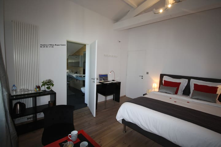 Bedroom whith badroom center Royan