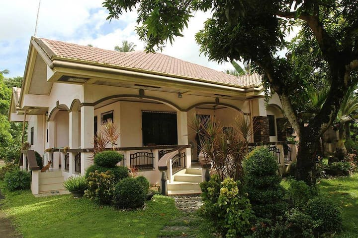 Manay Jennie's Bed and Breakfast