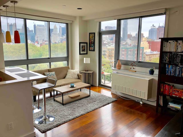 Modern Downtown Luxury Condo with Stunning Views