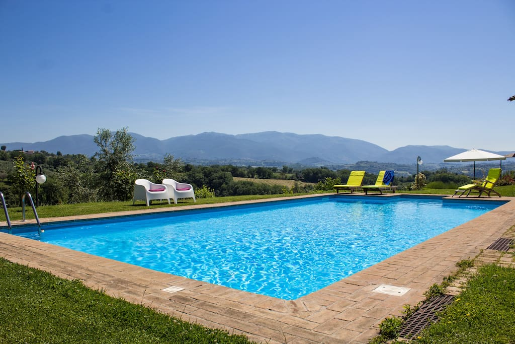 Swimmingpool with views of the valley