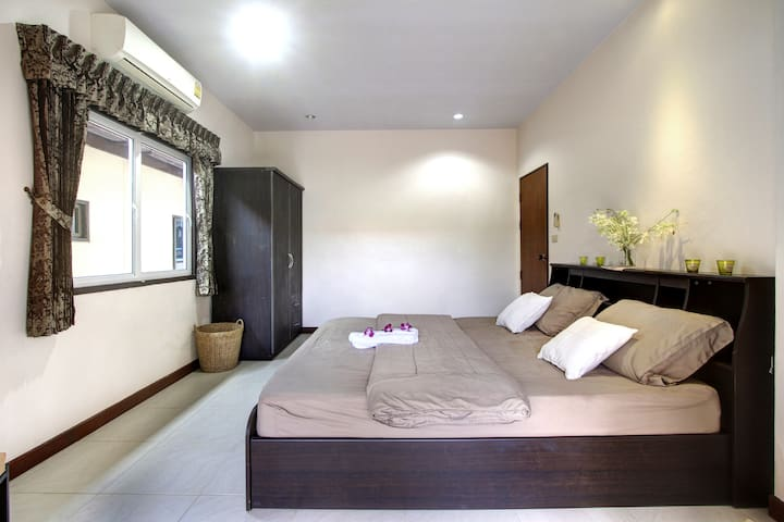 300 m. to Surin beach. 2 bedroom - Tambon Wichit - House
